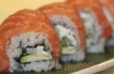 Alaska Roll Cu Castraveti Sushi